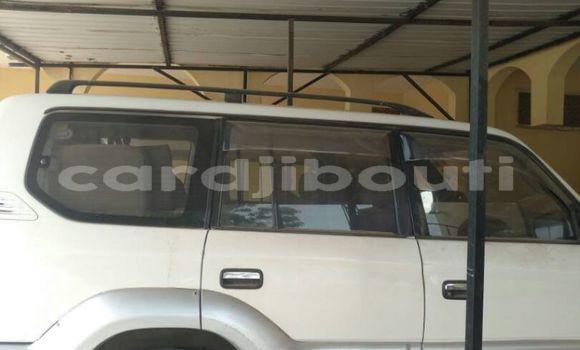 Acheter Occasions Voiture Toyota Prado Blanc à Djibouti au Djibouti Region