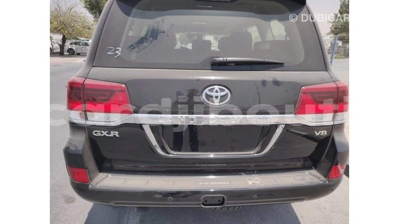 Big with watermark toyota land cruiser ali sabieh region import dubai 1703