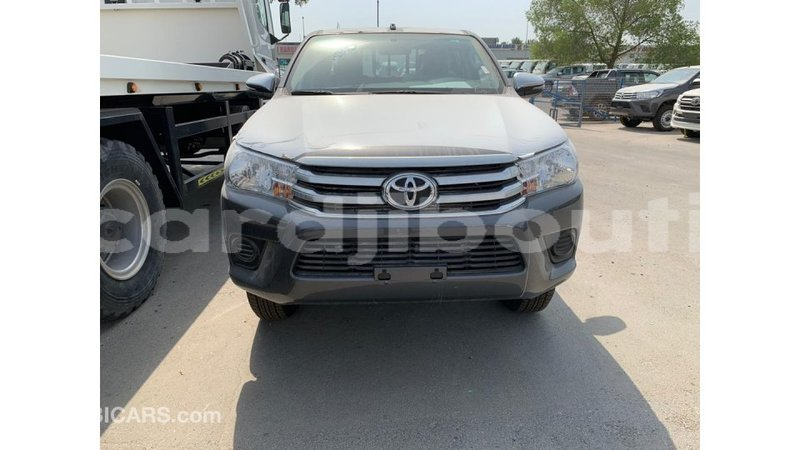 Big with watermark toyota hilux ali sabieh region import dubai 1783