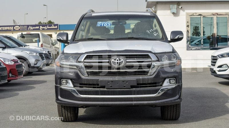 Big with watermark toyota land cruiser ali sabieh region import dubai 2264