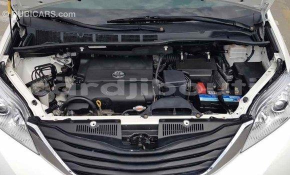 Acheter Importé Voiture Toyota Sienna Blanc à Import - Dubai, Ali Sabieh Region