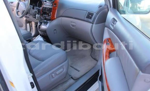 Acheter Occasion Voiture Toyota Sienna Blanc à Djibouti, Djibouti Region