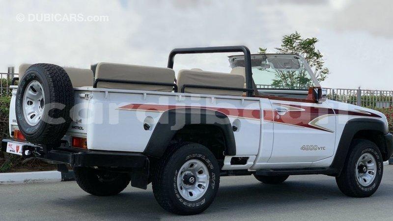 Big with watermark nissan patrol ali sabieh region import dubai 3559