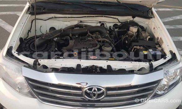 Acheter Importé Voiture Toyota Fortuner Blanc à Import - Dubai, Ali Sabieh Region