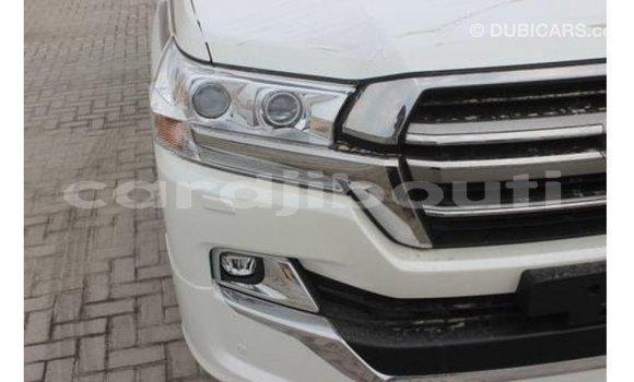 Acheter Importé Voiture Toyota Land Cruiser Blanc à Import - Dubai, Ali Sabieh Region