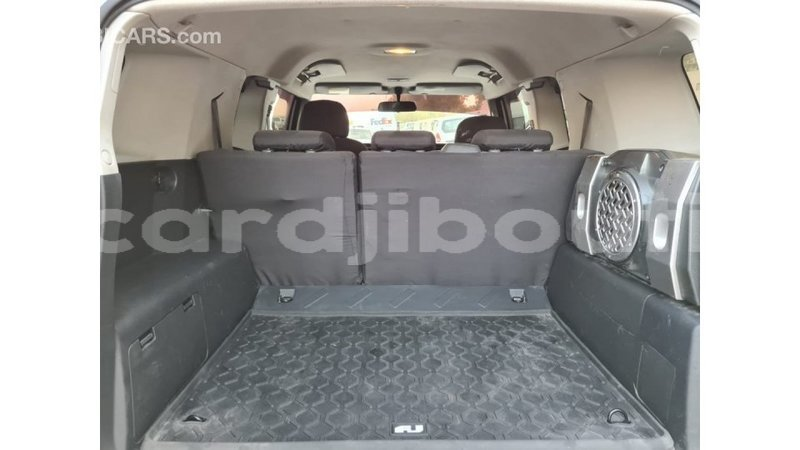Big with watermark toyota fj cruiser ali sabieh region import dubai 4038